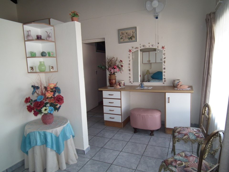 Margate property for sale. Ref No: 13362462. Picture no 14