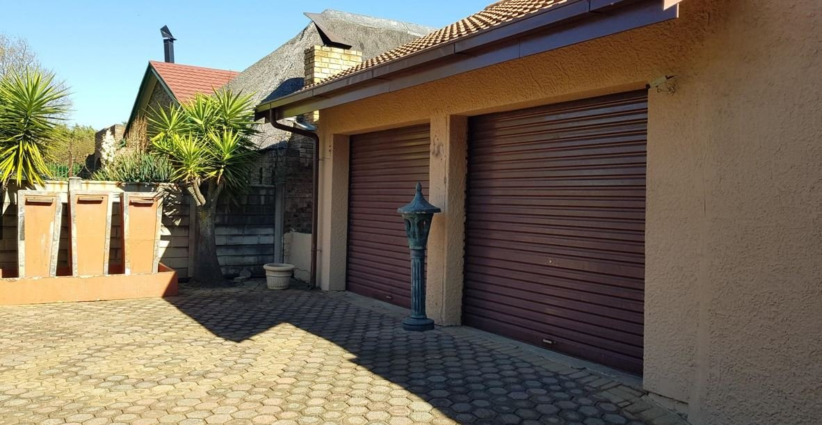 Randfontein, Helikonpark Property  | Houses For Sale Helikonpark, Helikonpark, House 3 bedrooms property for sale Price:1,400,000