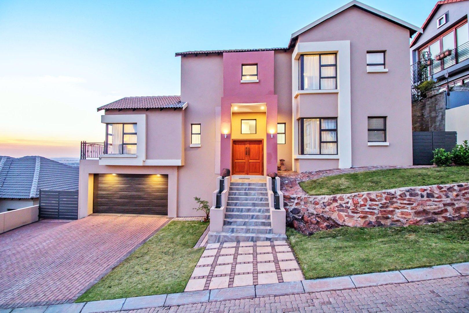 , House, 6 Bedrooms - ZAR 3,700,000