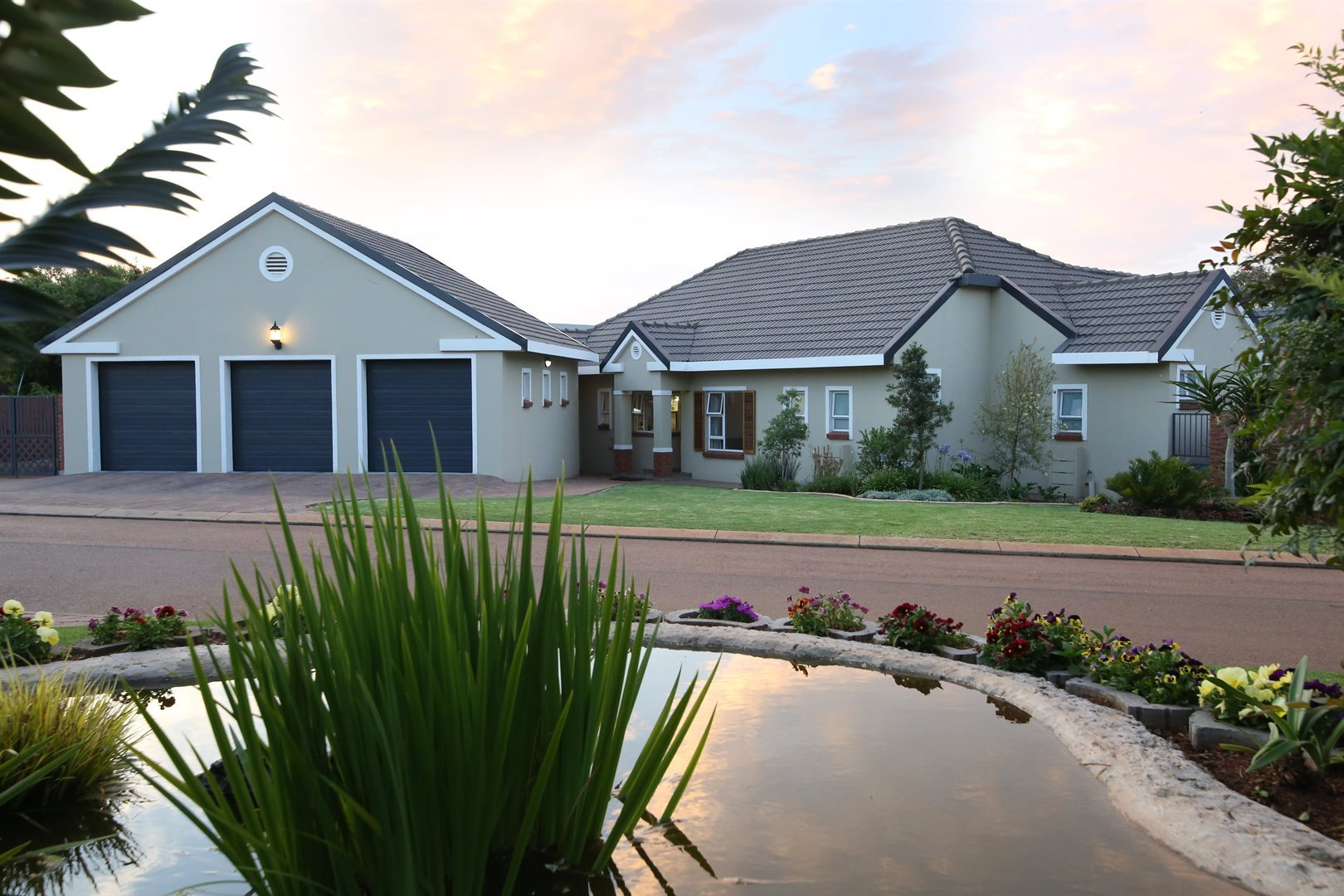 Property and Houses for sale in Rietvlei Heights Country Estate, House, 3 Bedrooms - ZAR 2,819,000