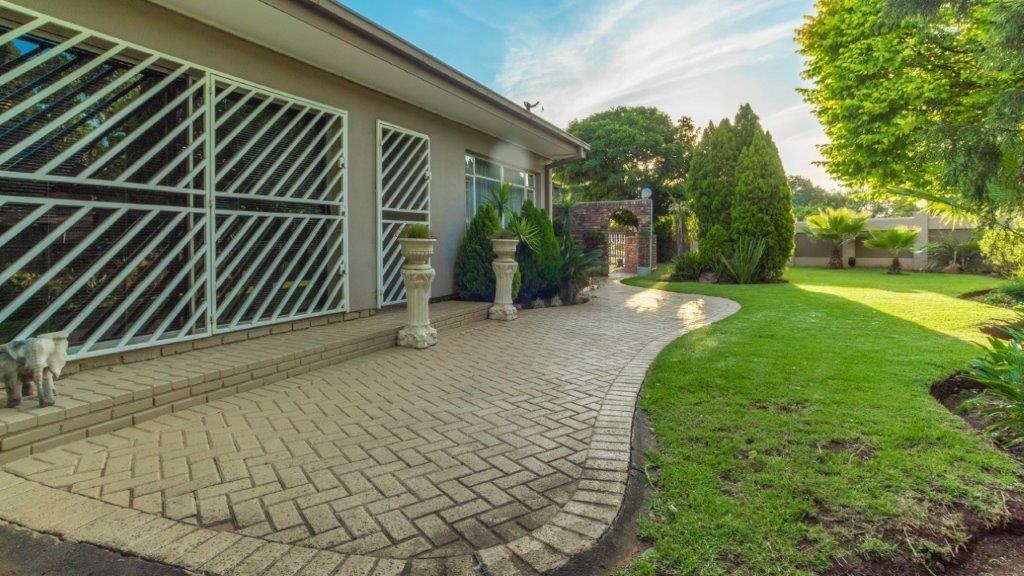 Golf Park property for sale. Ref No: 13490590. Picture no 16