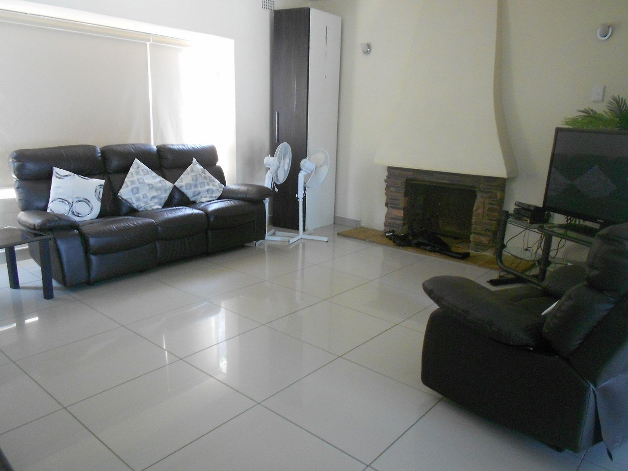 Alan Manor property for sale. Ref No: 13529564. Picture no 9