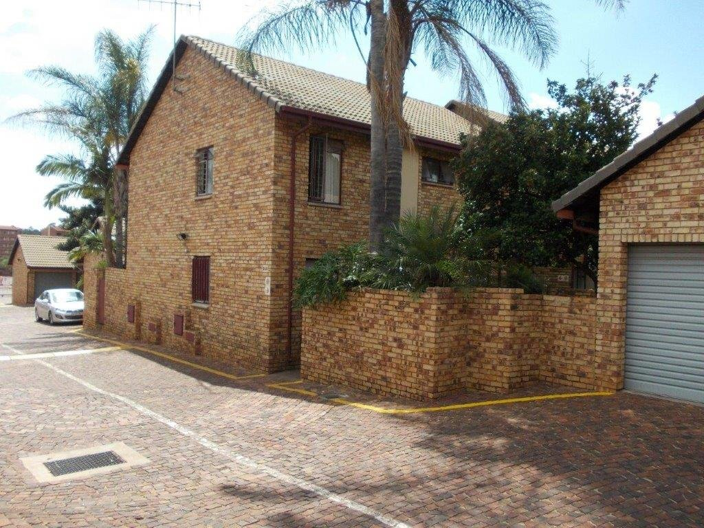 Property and Houses to rent in Zwartkop, Apartment, 3 Bedrooms - ZAR ,  7,00*,M