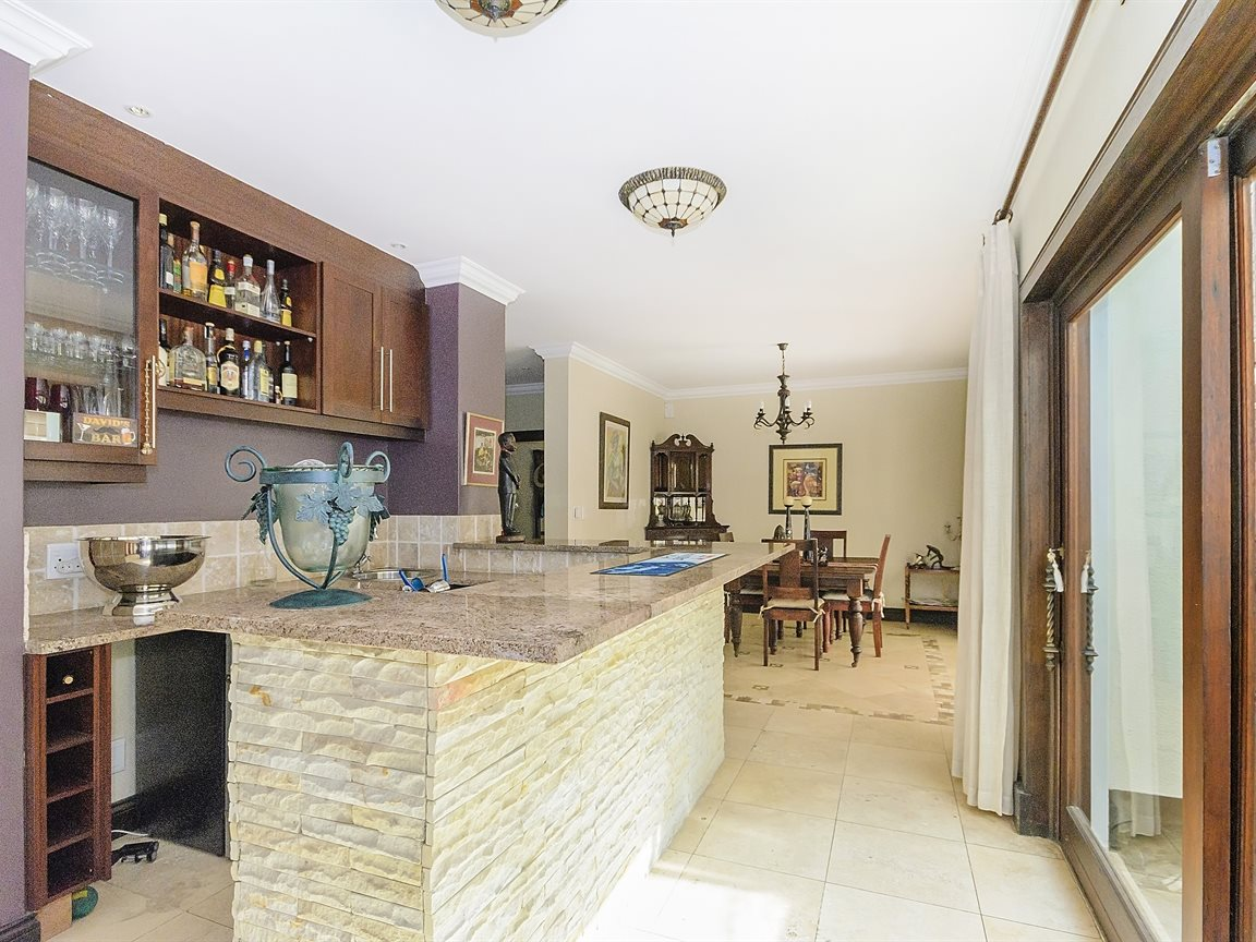 Bryanston property for sale. Ref No: 13379758. Picture no 7