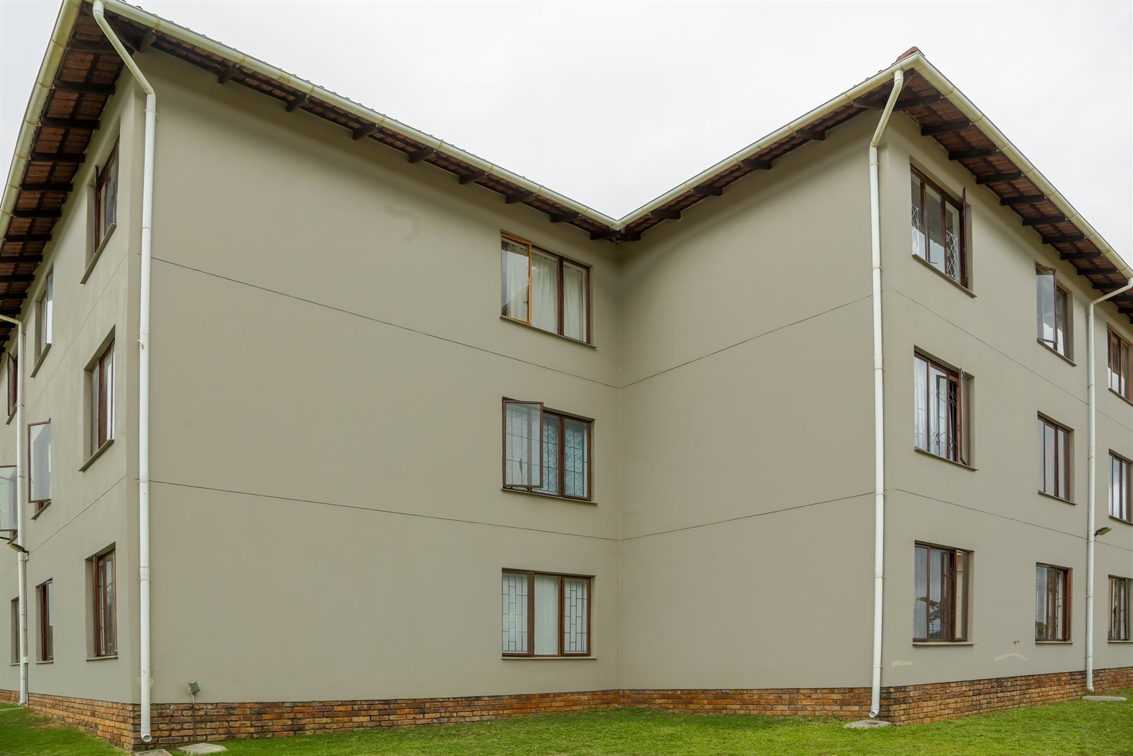 Brackenham property for sale. Ref No: 13491567. Picture no 8