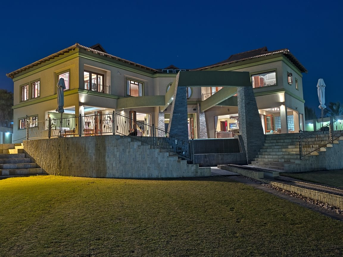 Three Rivers East property for sale. Ref No: 13240975. Picture no 52