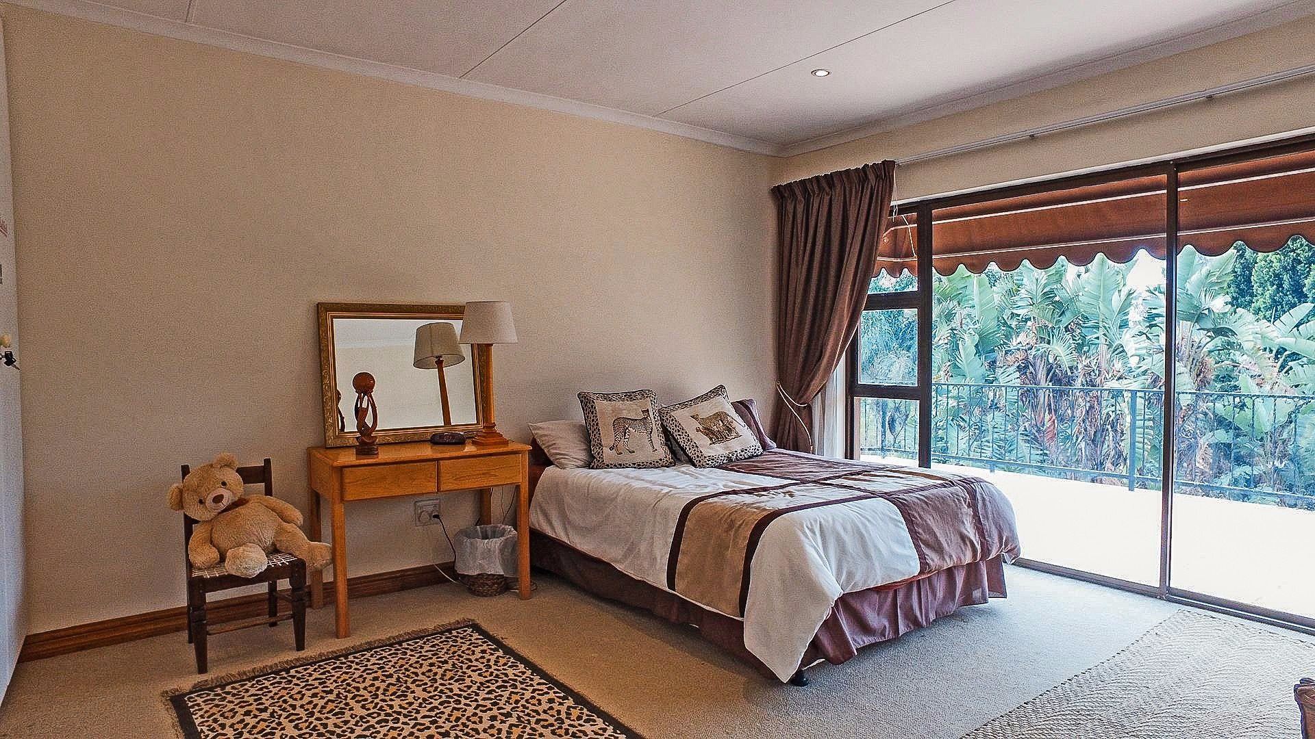 Northcliff property for sale. Ref No: 13537074. Picture no 9