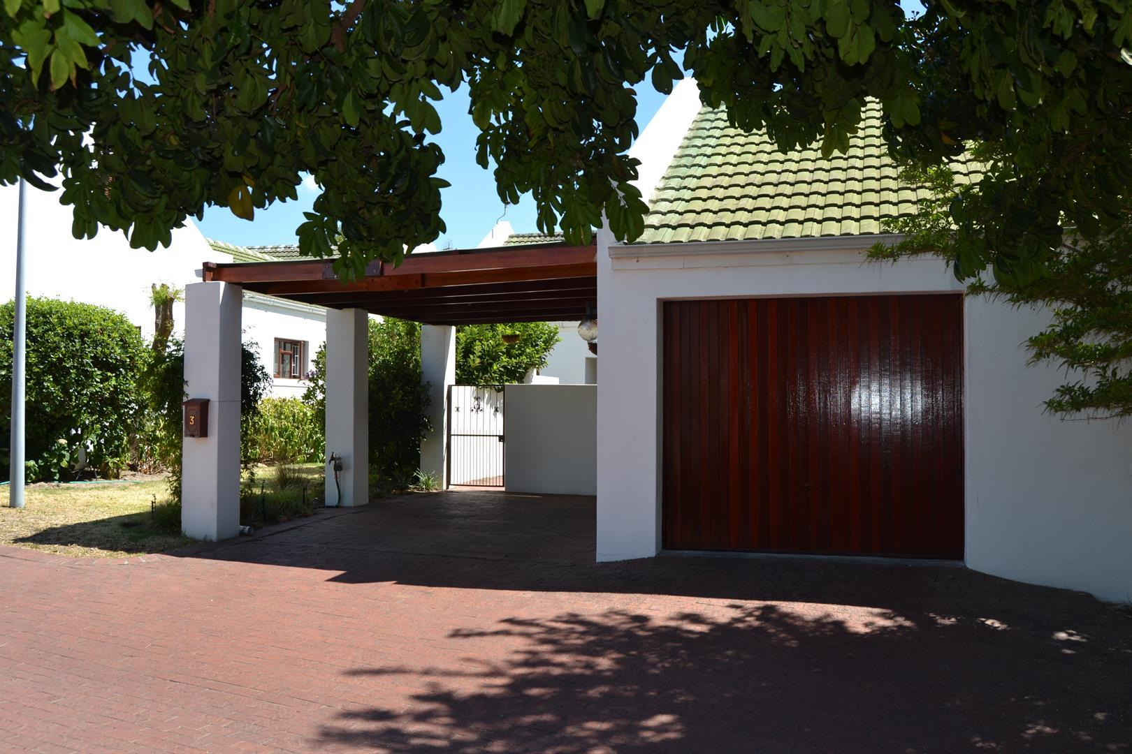 Paarl South property for sale. Ref No: 13436706. Picture no 2