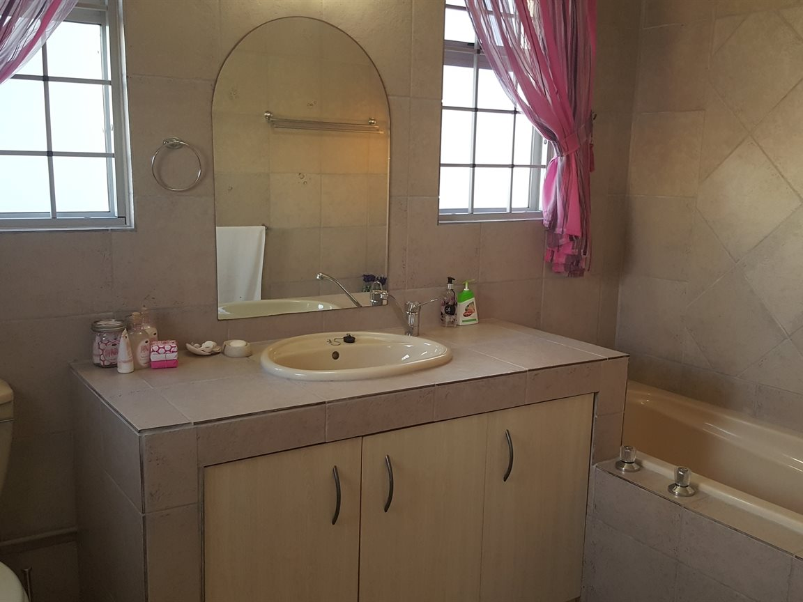 Yzerfontein property for sale. Ref No: 13397005. Picture no 11