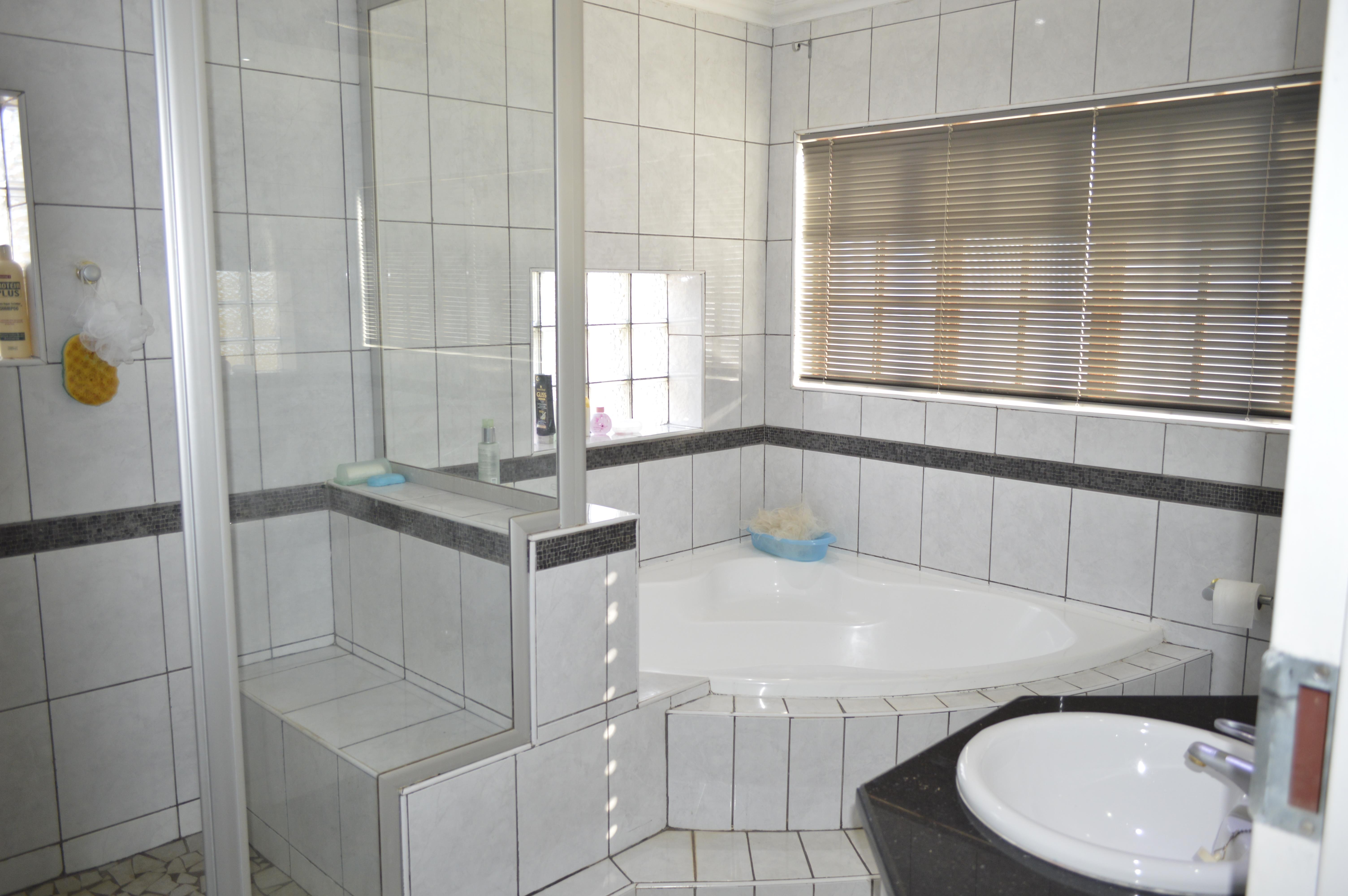 Raslouw A H property for sale. Ref No: 13442161. Picture no 12