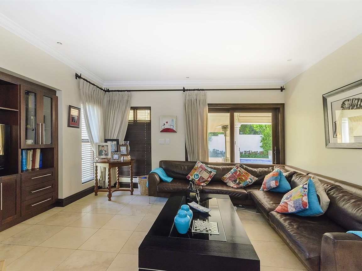 Bryanston property for sale. Ref No: 13379758. Picture no 3