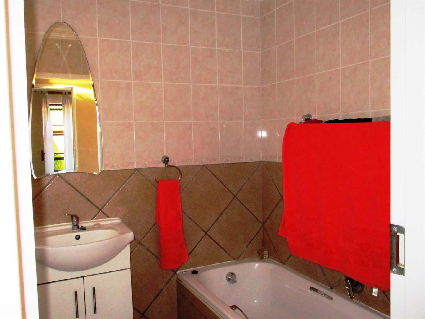 Thatchfield Cresent property for sale. Ref No: 13568232. Picture no 8