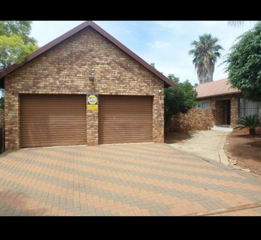 Property and Houses for sale in Chantelle, House, 2 Bedrooms - ZAR 890,000