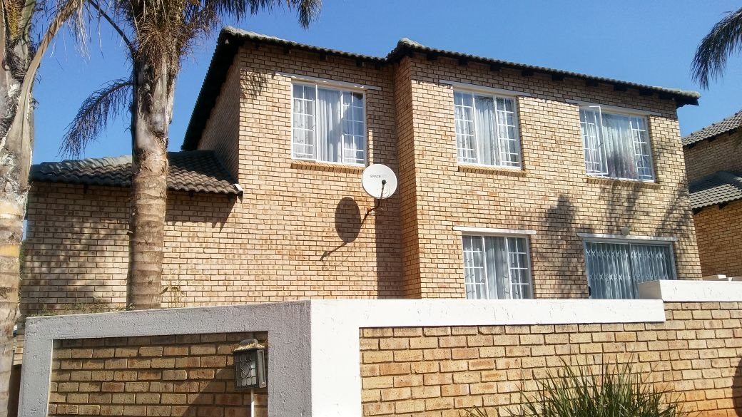 Roodepoort, Willowbrook Property  | Houses For Sale Willowbrook, Willowbrook, Townhouse 3 bedrooms property for sale Price:1,195,000