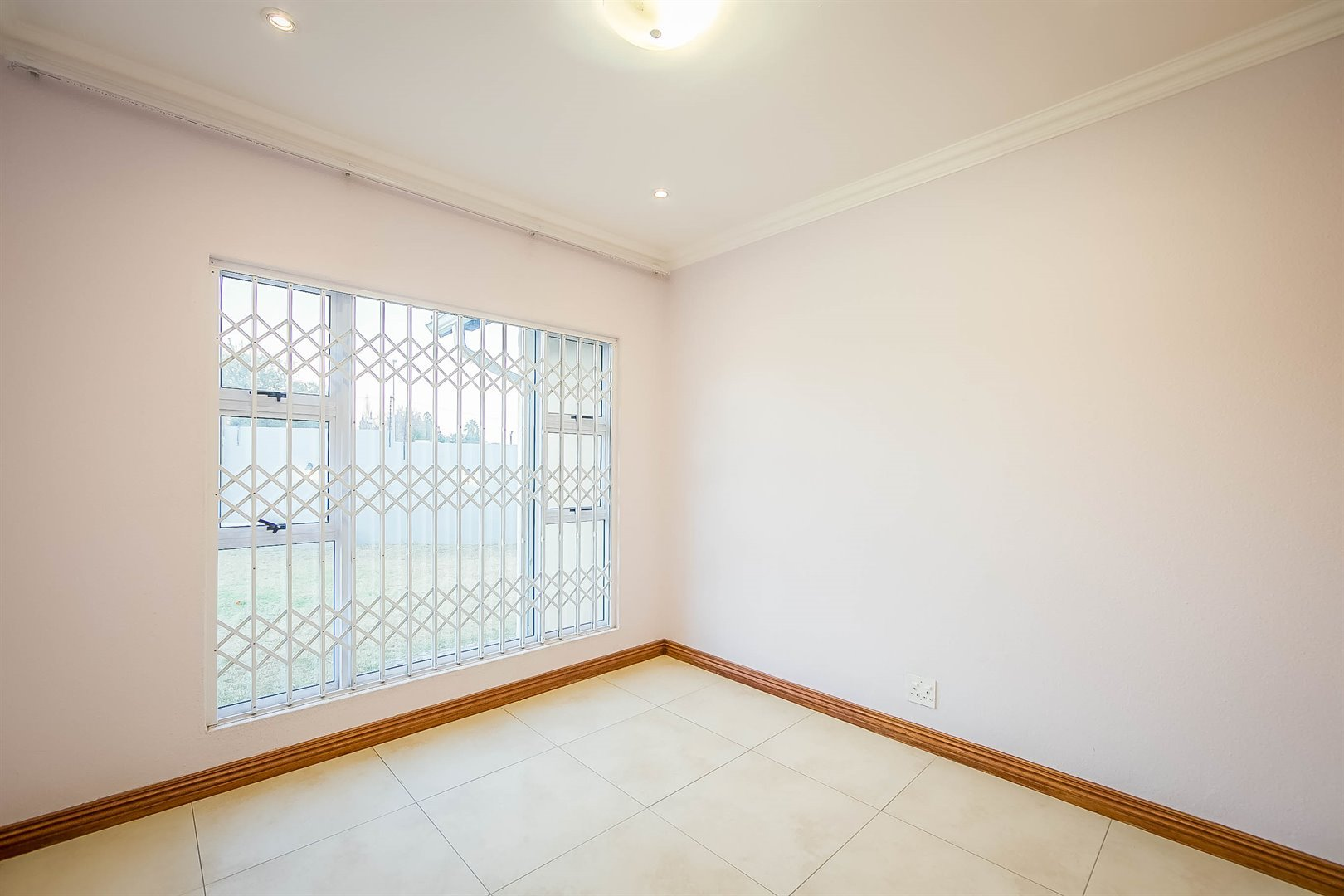Lonehill property for sale. Ref No: 13510684. Picture no 14