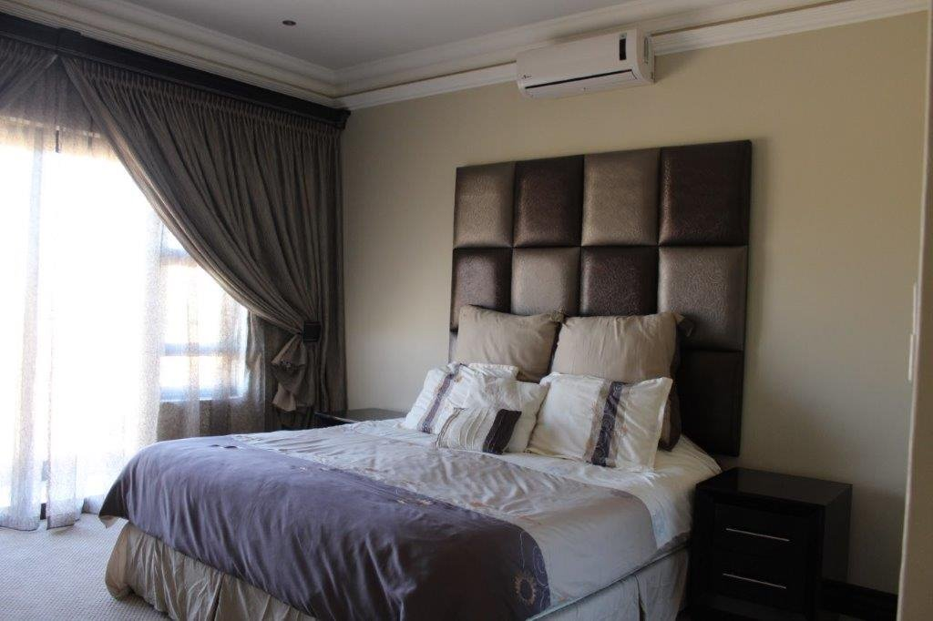 Blue Valley Golf Estate property for sale. Ref No: 13371077. Picture no 13