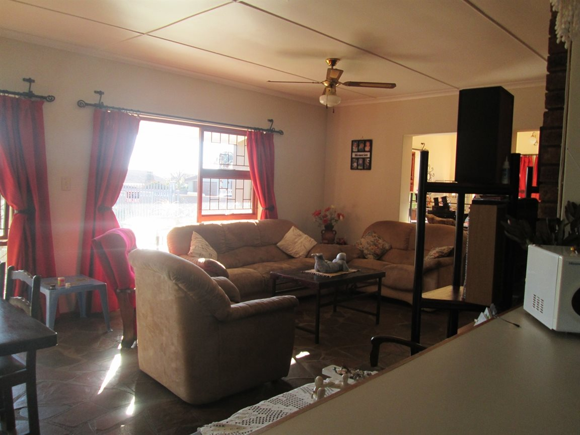 Vredenburg property for sale. Ref No: 13353056. Picture no 18