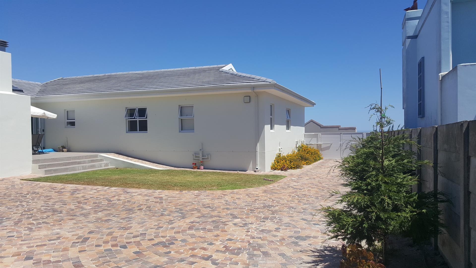Yzerfontein property for sale. Ref No: 13454156. Picture no 47