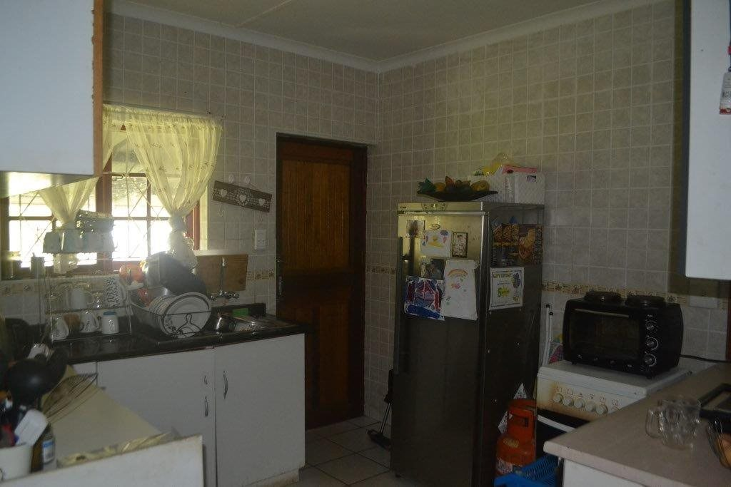 Margate property for sale. Ref No: 13400091. Picture no 7