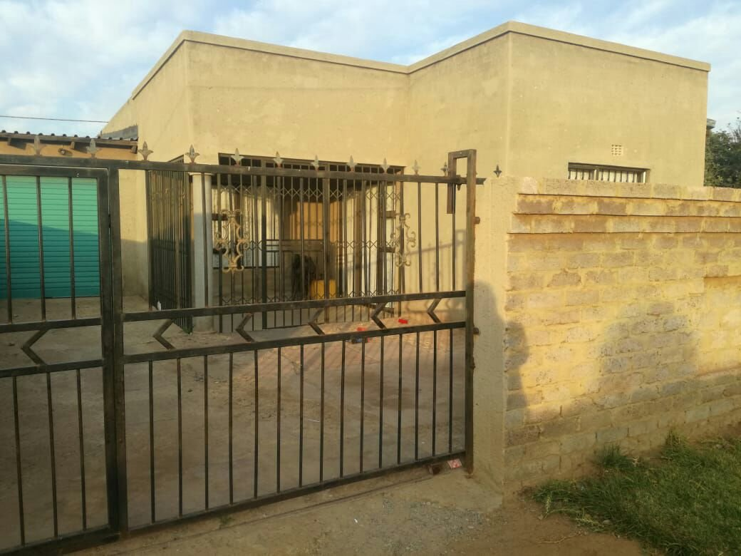 Evaton, Orange Farm Property  | Houses For Sale Orange Farm, Orange Farm, House 3 bedrooms property for sale Price:420,000