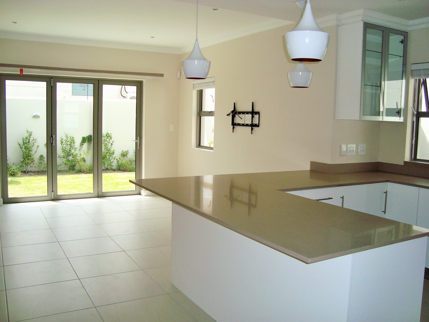 Claremont property to rent. Ref No: 13575482. Picture no 2