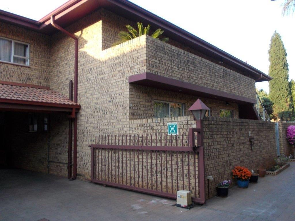 Property and Houses to rent in Gauteng, Apartment, 3 Bedrooms - ZAR , 25,00*,M