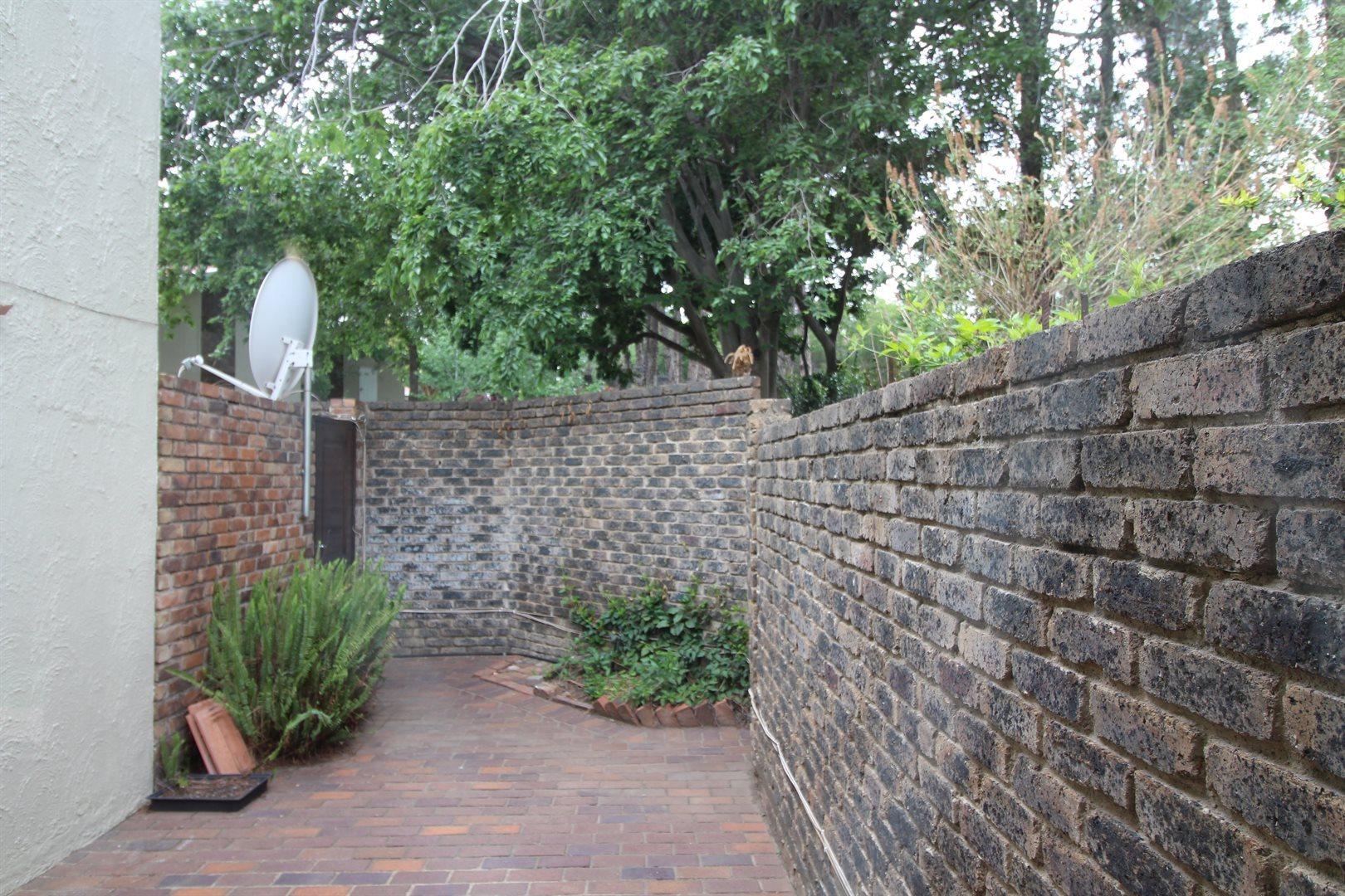 Bryanston property for sale. Ref No: 13552406. Picture no 12
