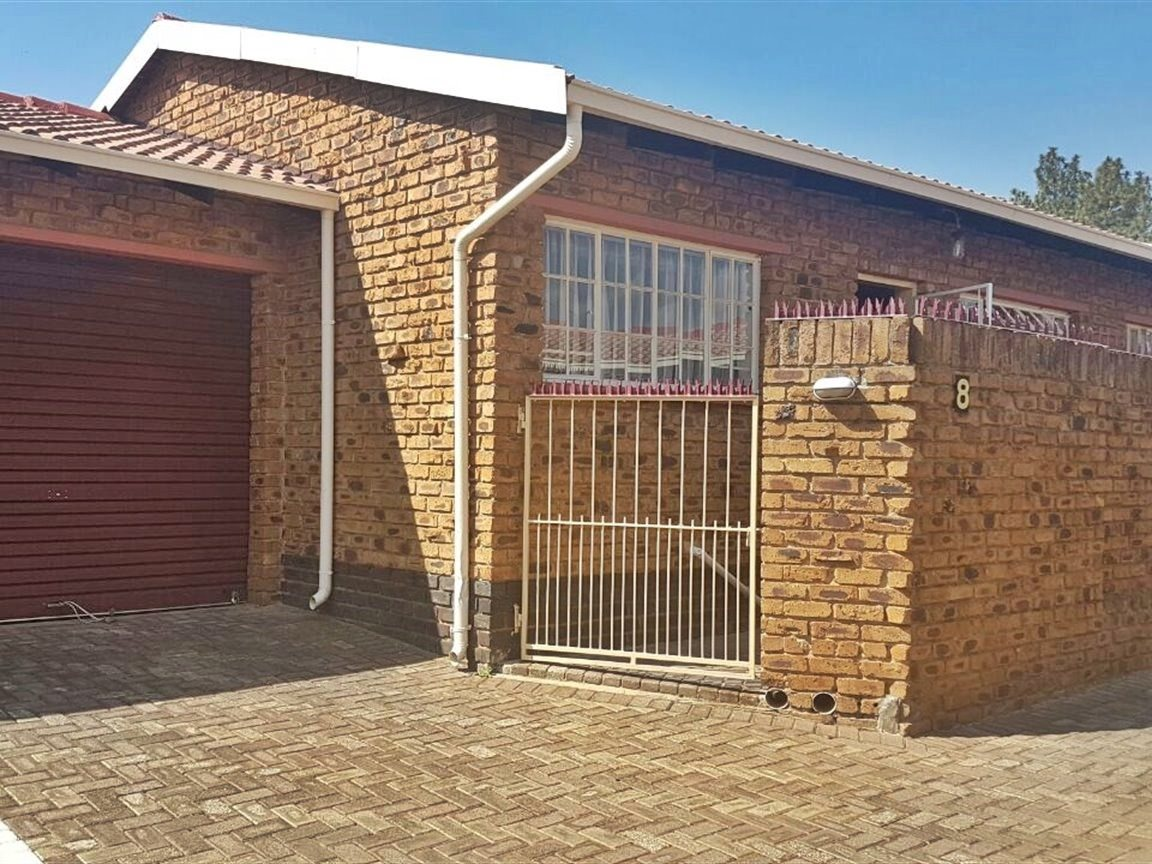 Krugersdorp North property for sale. Ref No: 13402342. Picture no 1
