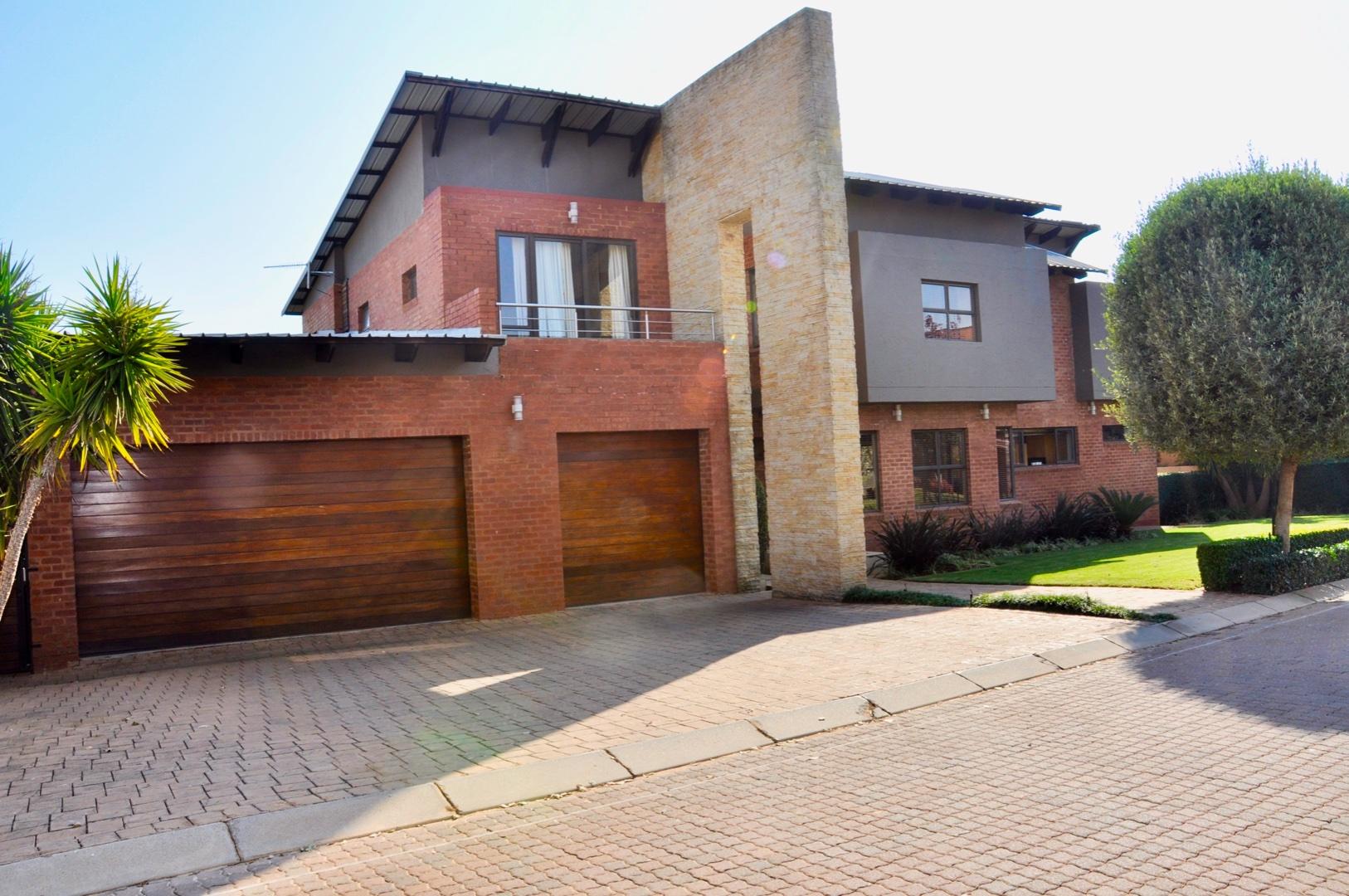 , House, 6 Bedrooms - ZAR 5,400,000