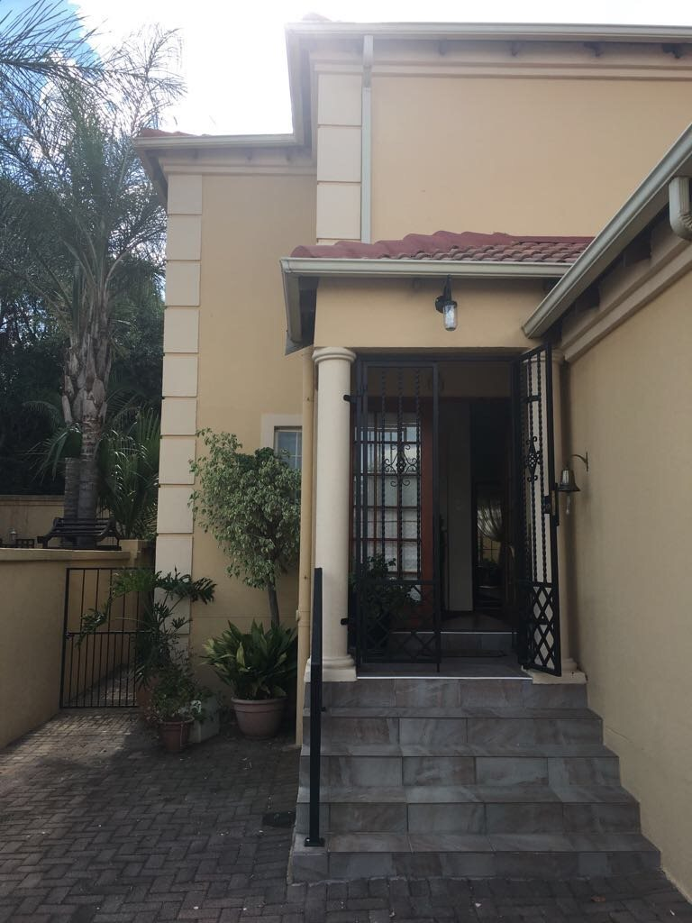 Olivedale property for sale. Ref No: 13561394. Picture no 28