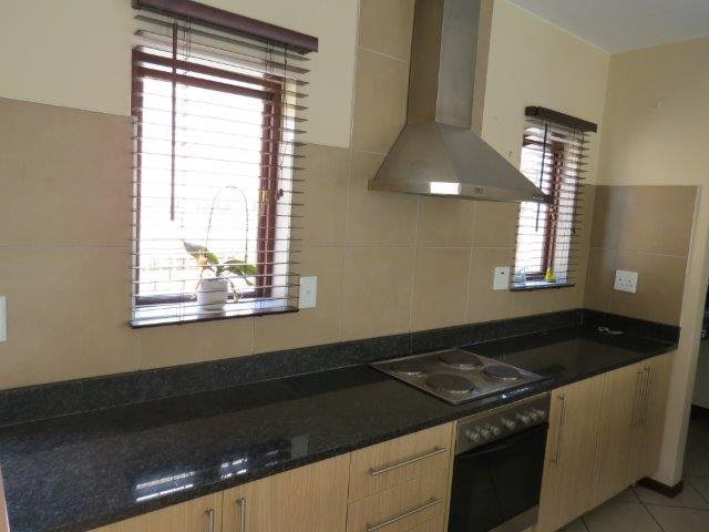 Eldo View property for sale. Ref No: 13548557. Picture no 9