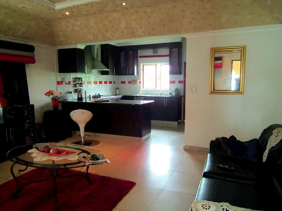 Margate property for sale. Ref No: 13399583. Picture no 6