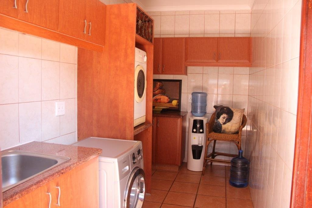 Uvongo property for sale. Ref No: 13529548. Picture no 17