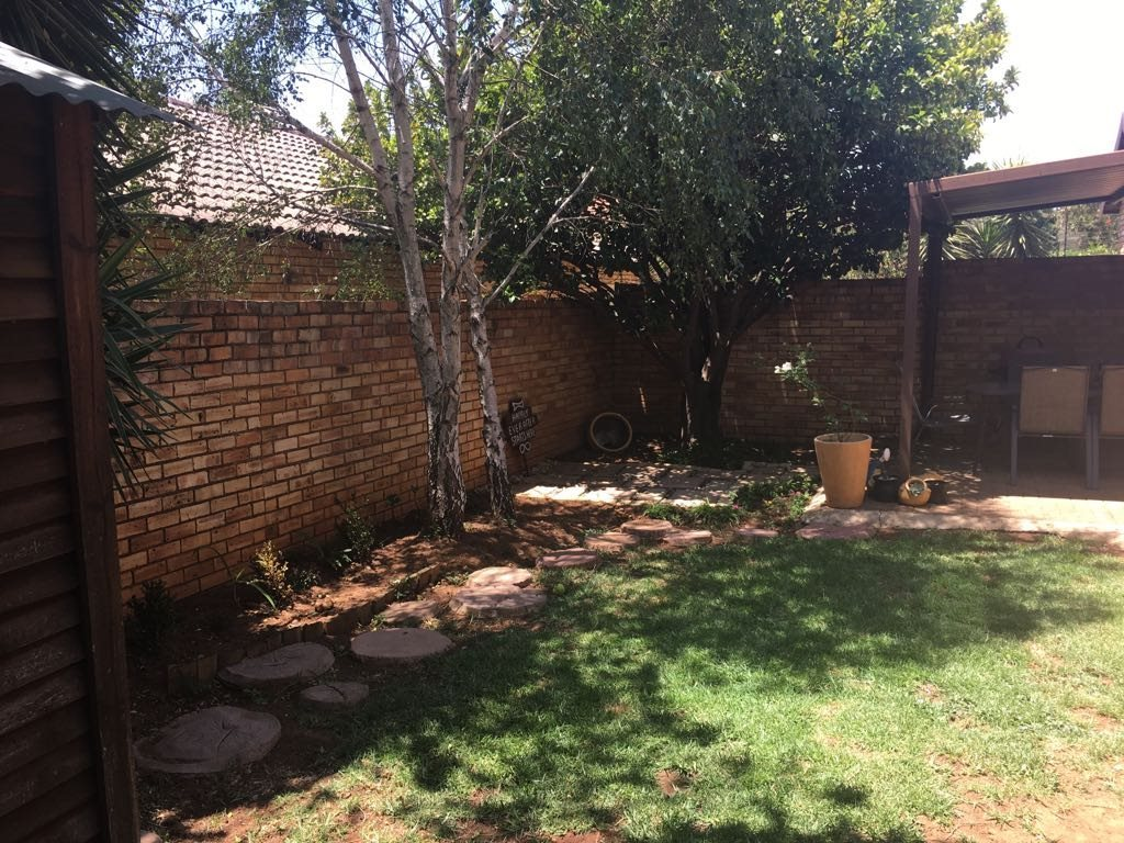 Wilgeheuwel property for sale. Ref No: 13553042. Picture no 12