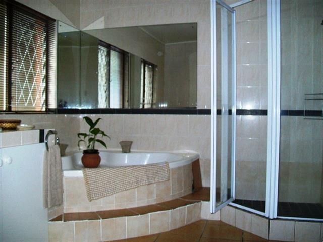 Margate property for sale. Ref No: 12726661. Picture no 15