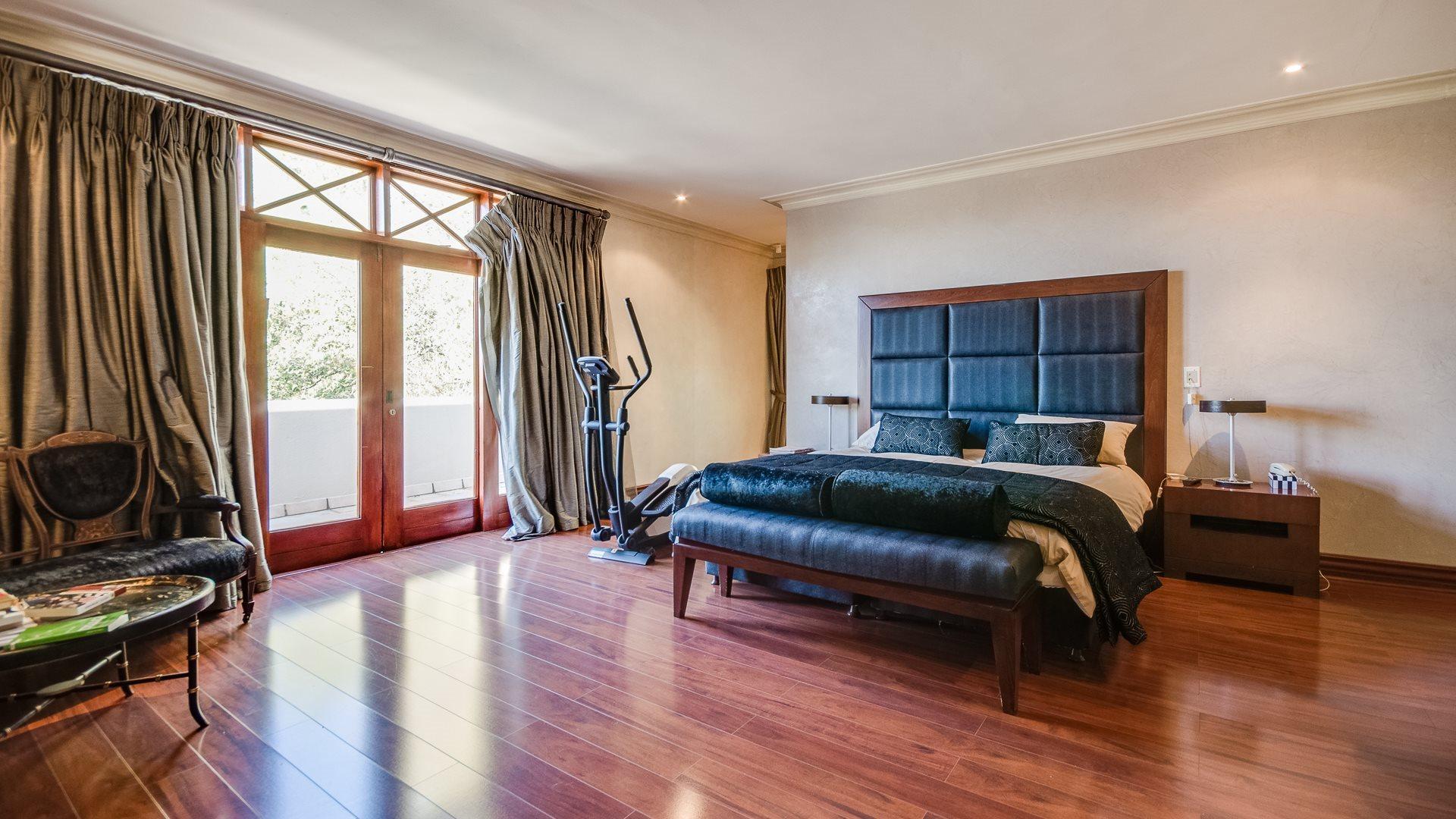 Houghton Estate property for sale. Ref No: 13527223. Picture no 12