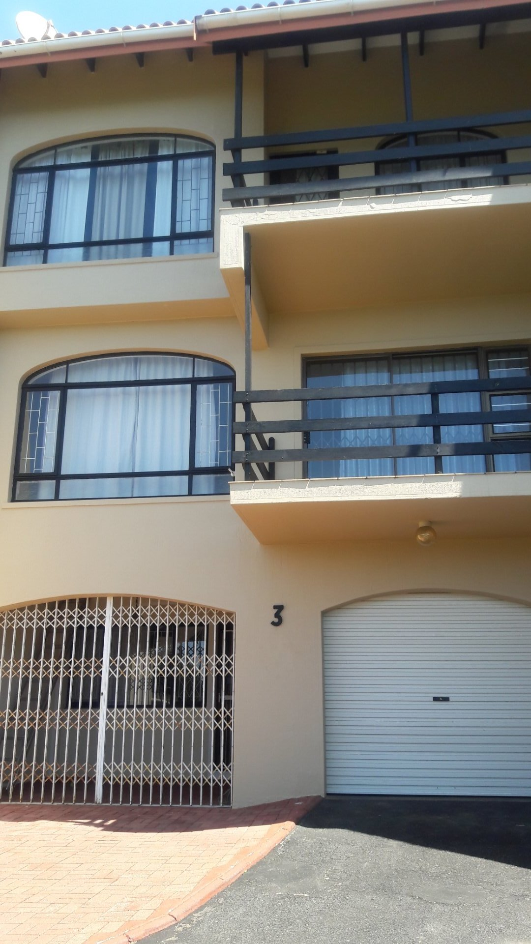 Property and Houses to rent in Scottburgh Central, Townhouse, 3 Bedrooms - ZAR ,  7,00*,M