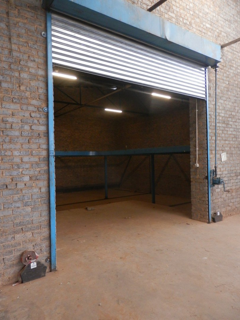 Eastleigh property for sale. Ref No: 13593580. Picture no 32