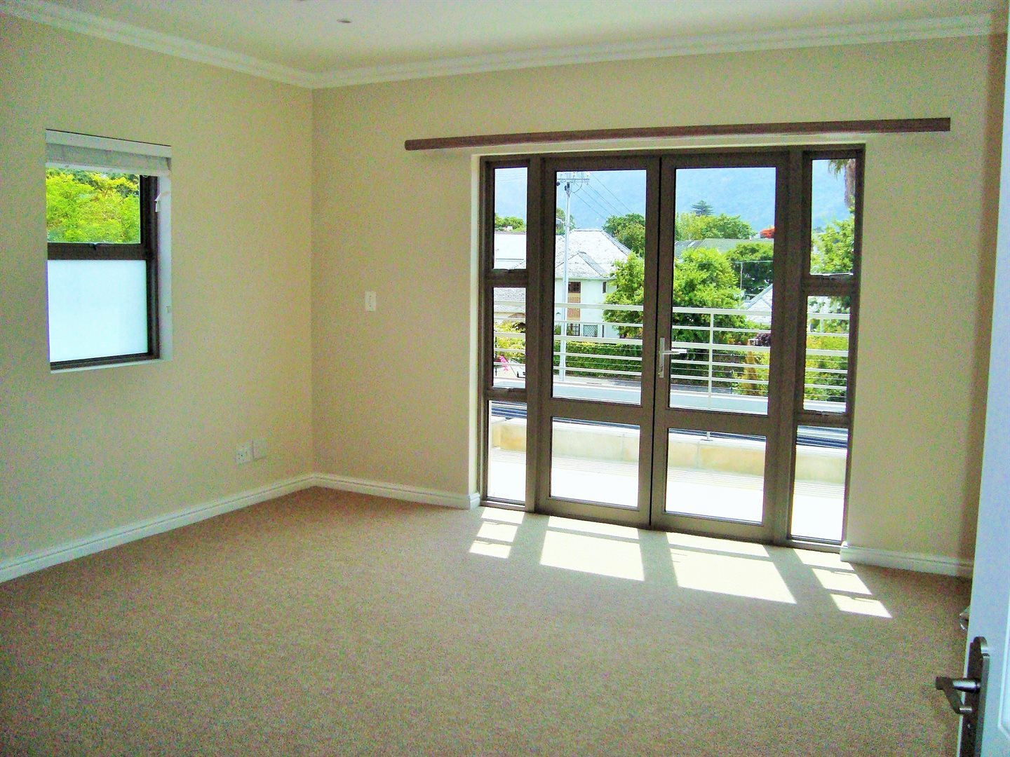 Claremont property to rent. Ref No: 13575482. Picture no 11