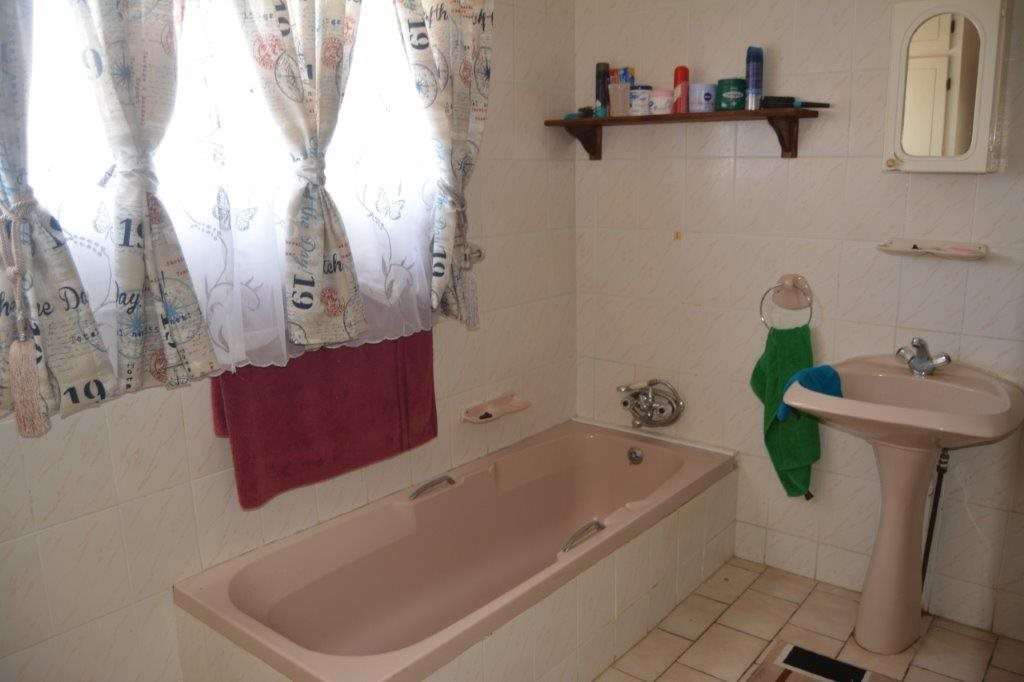 Shelly Beach property for sale. Ref No: 13555178. Picture no 12