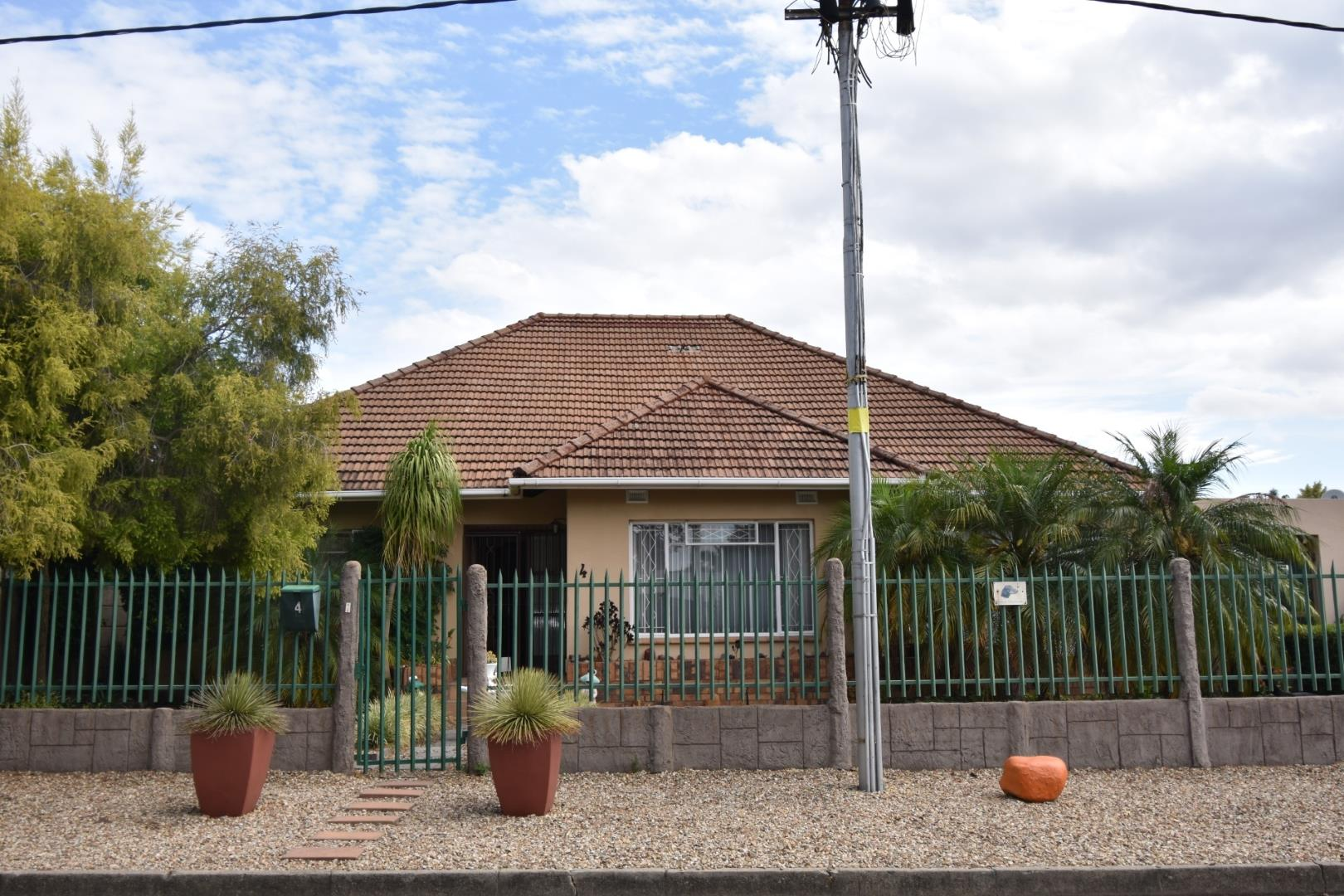 Property and Houses for sale in Denneburg, House, 3 Bedrooms - ZAR 1,680,000