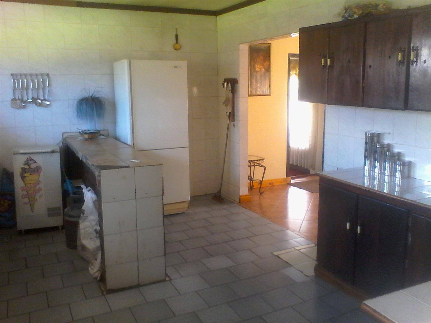 Roods Gardens property for sale. Ref No: 13462016. Picture no 2