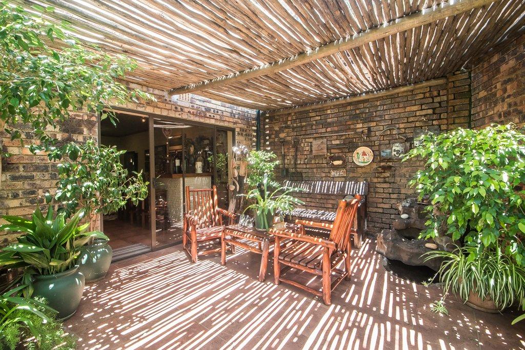 Glenvista property for sale. Ref No: 13529565. Picture no 25