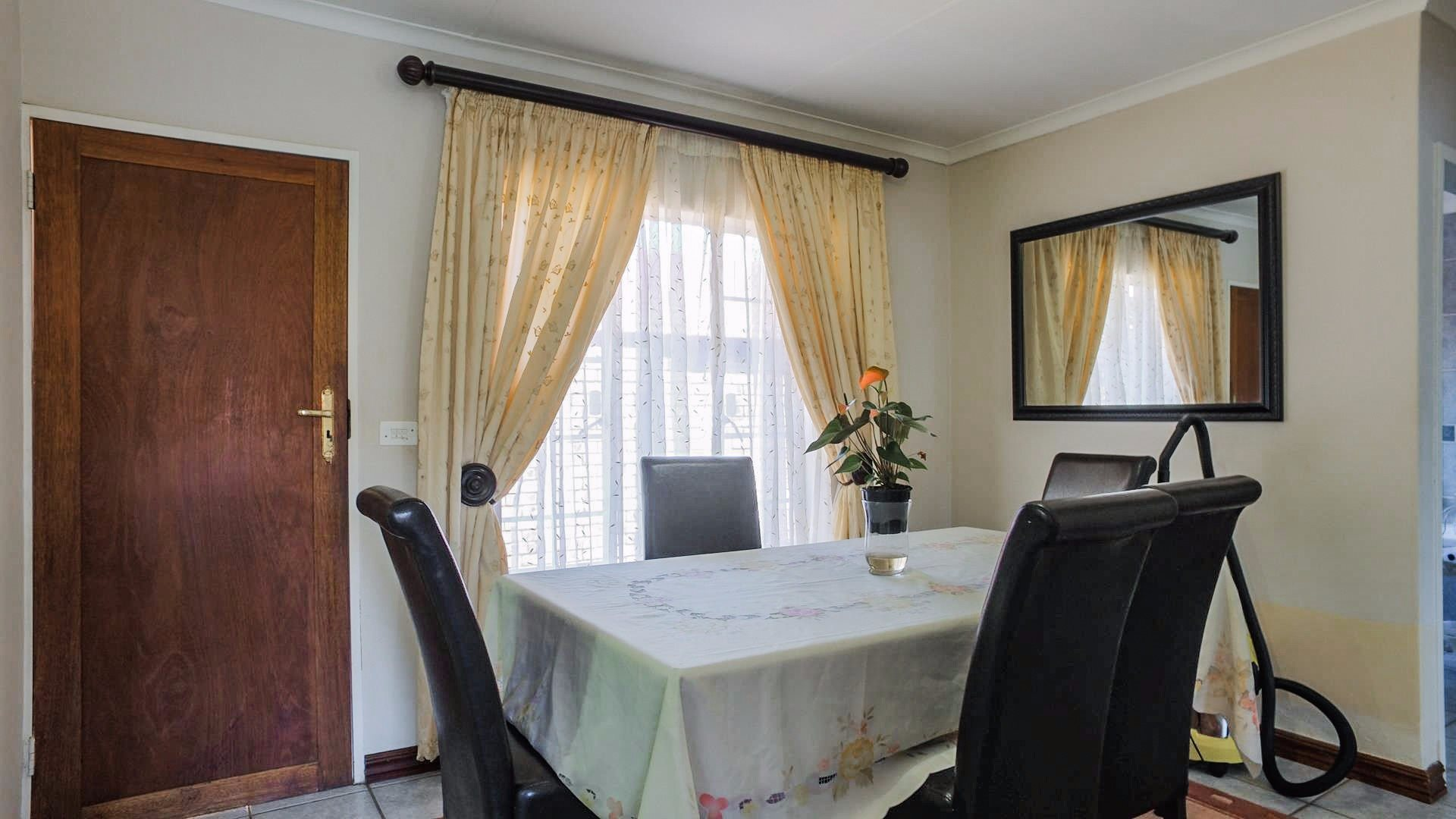 Highveld property for sale. Ref No: 13542050. Picture no 10