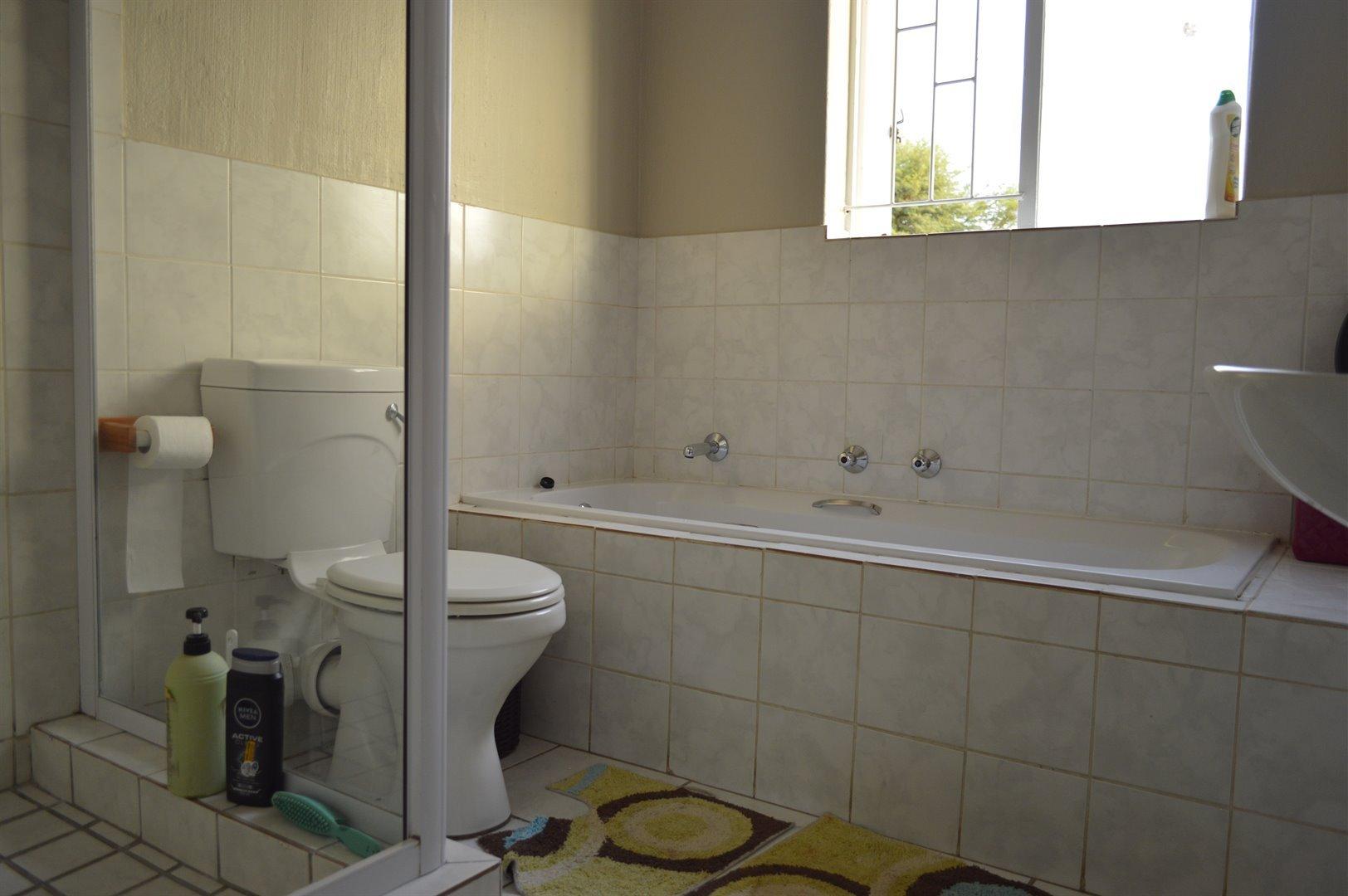 Heuwelsig Estate property for sale. Ref No: 13463647. Picture no 8