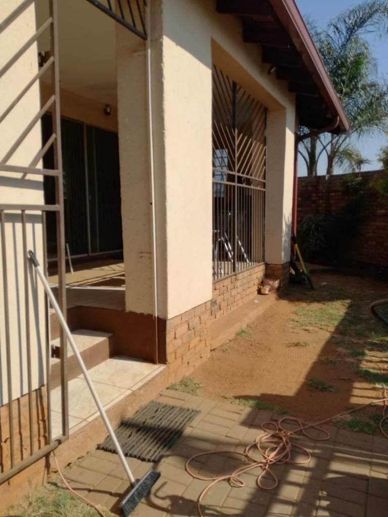 Property and Houses for sale in Chantelle, House, 3 Bedrooms - ZAR 1,415,000