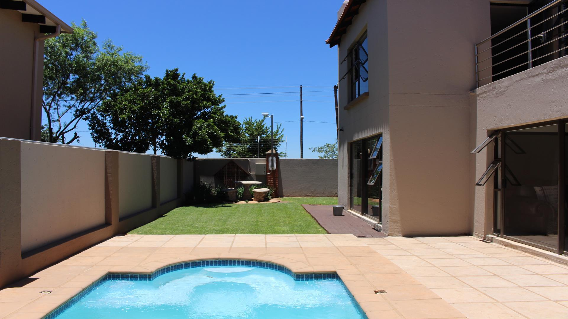 Raslouw Manor property for sale. Ref No: 13435098. Picture no 2