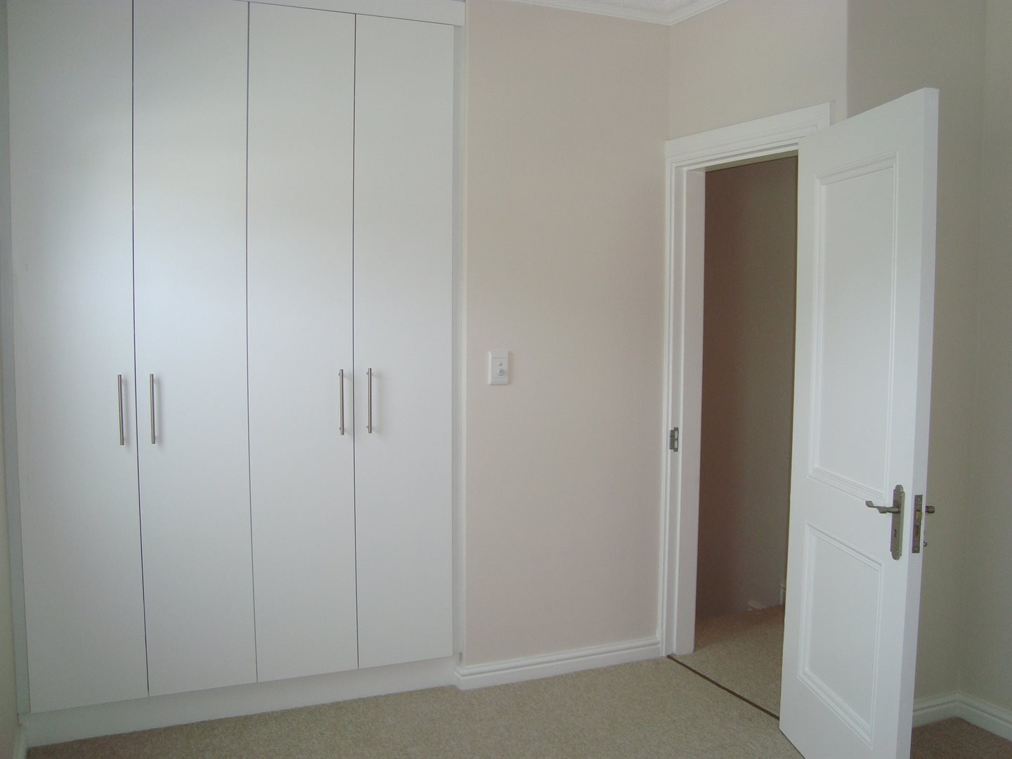Claremont property to rent. Ref No: 13575482. Picture no 20