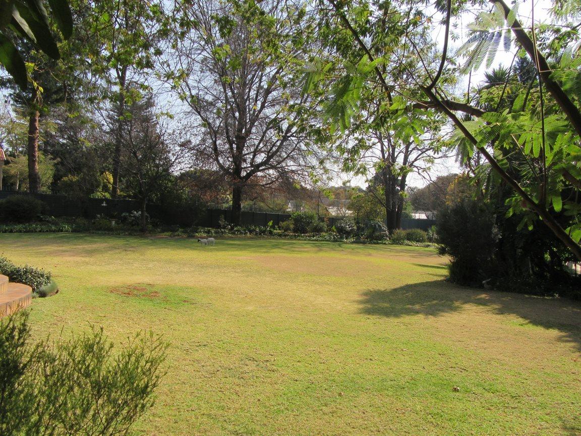 Bryanston property for sale. Ref No: 13372287. Picture no 3
