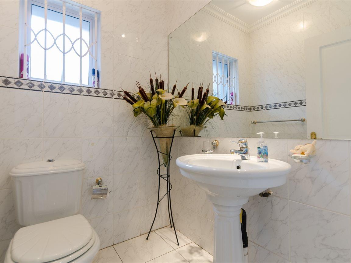 Bryanston property for sale. Ref No: 13418612. Picture no 15